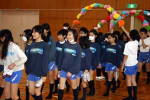 6年生女子 6年生に感謝 豊見城小学校 琉球新報ローカルblog